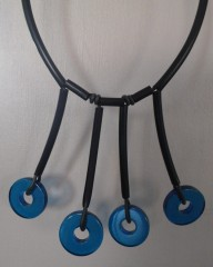 collier bleu contemporain 016.JPG